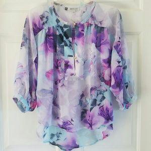 Jennifer Lopez/ pretty floral blouse